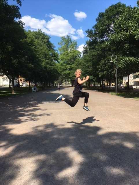 Jenni hyppää2
